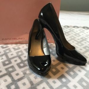 Bandolino Pumps in Black - Size 8.5